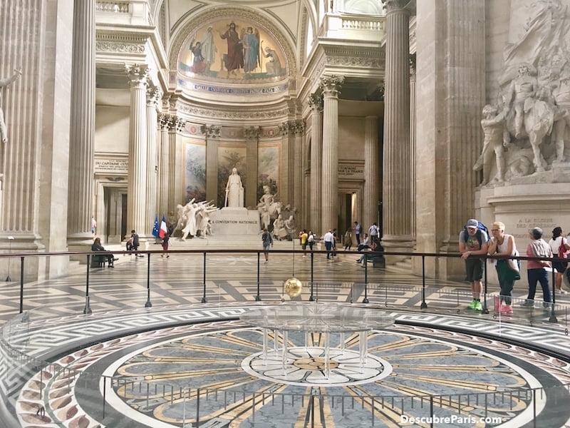 Images showing The Foucault Pendulum, inside The Panthéon in Paris, ©Descubre París