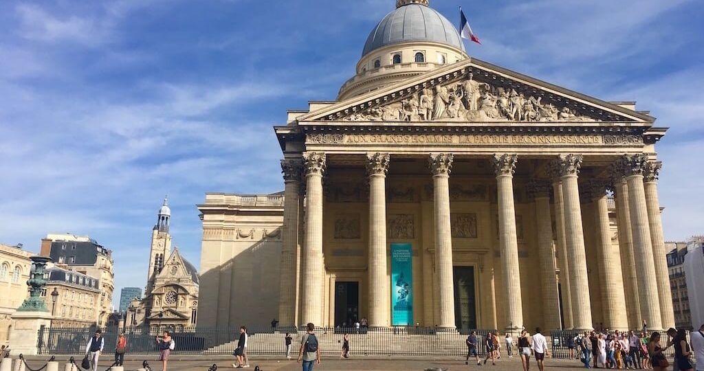 Imagen externa de la Plaza de Panteón de Paris
