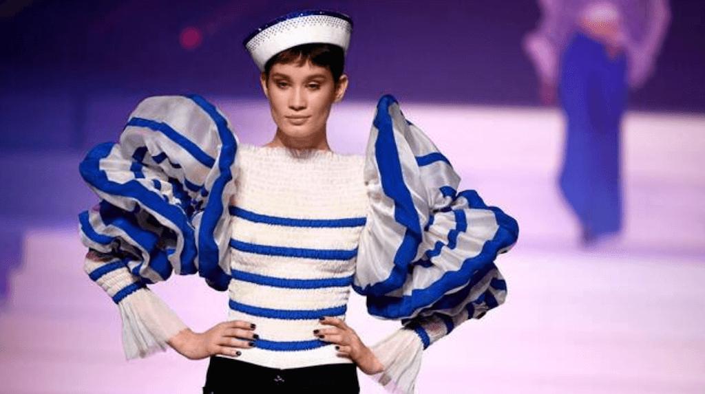 Foto para mostrar el uso de la inspiración marinera en la alta costura y en la moda